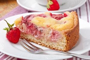 Рецепт пирога с клубникой с указанием калорий