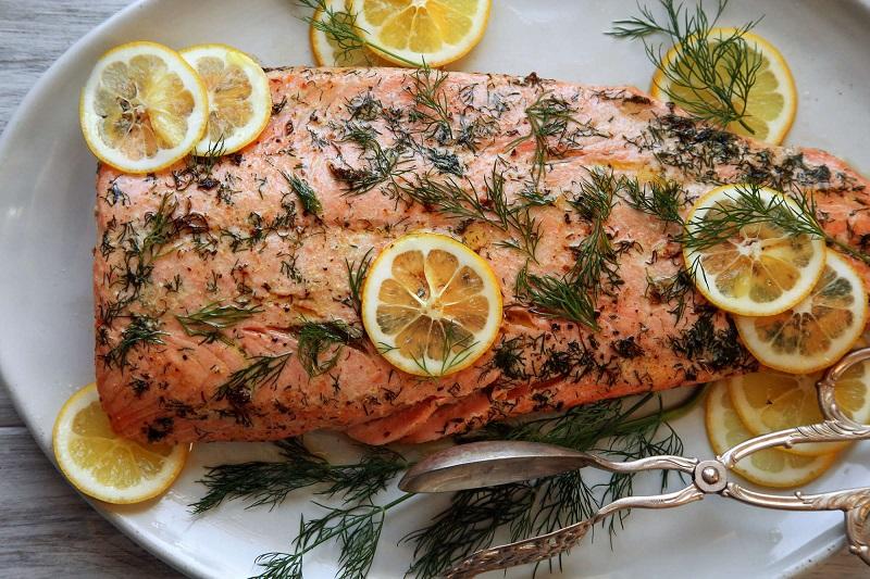 рыба запеченная з зеленью и лимоном