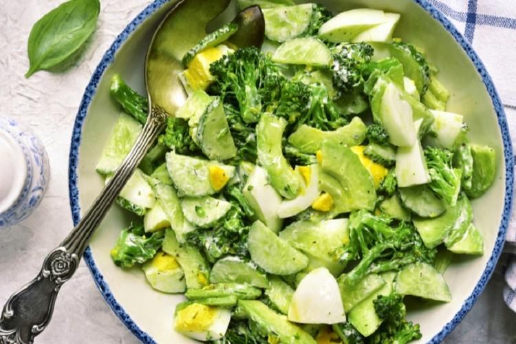 Салат с брокколи и авокадо