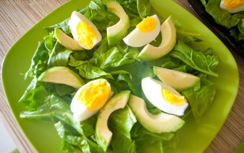 яйца со шпинатом